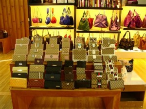 Replica Handbags and Replica Wallets at Guangzhou Baiyun International Leather Wholesale Market