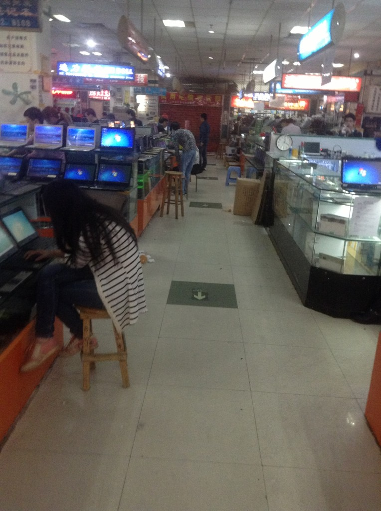 Stores on the 1st Floor of Guangzhou Xiyang Second-hand Computer Market-3