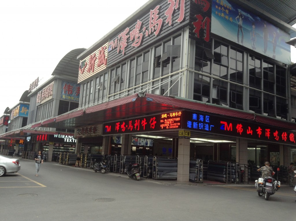 Stores in Pingdi Fabric Market in Foshan-2