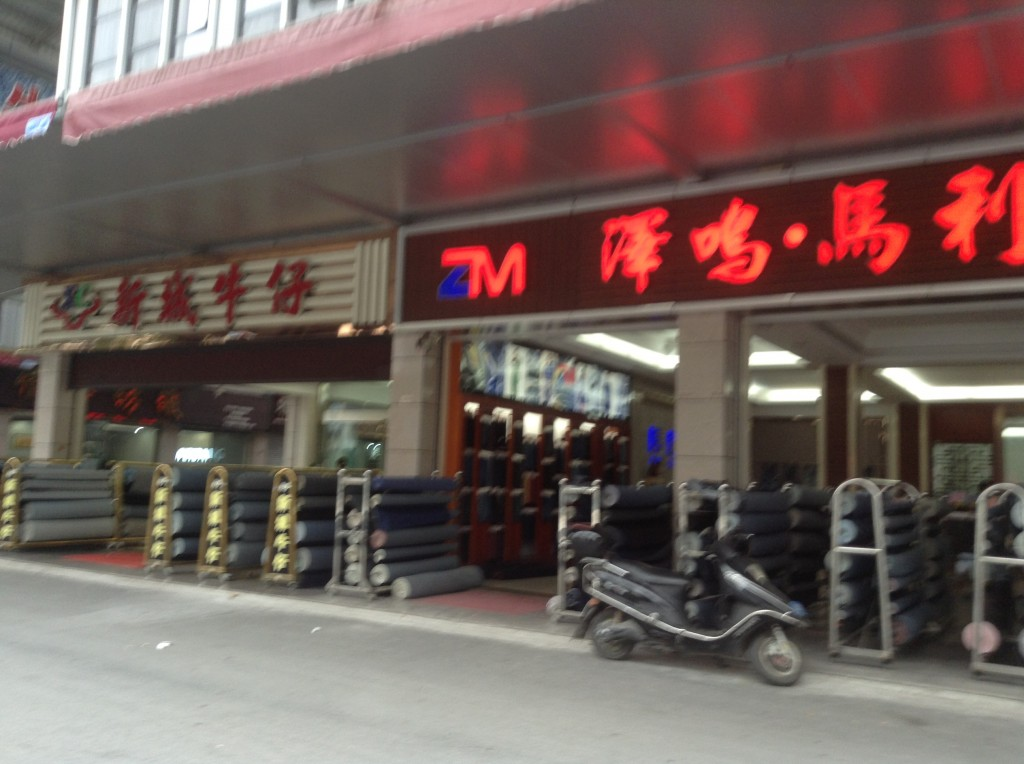 Stores in Pingdi Fabric Market in Foshan-3