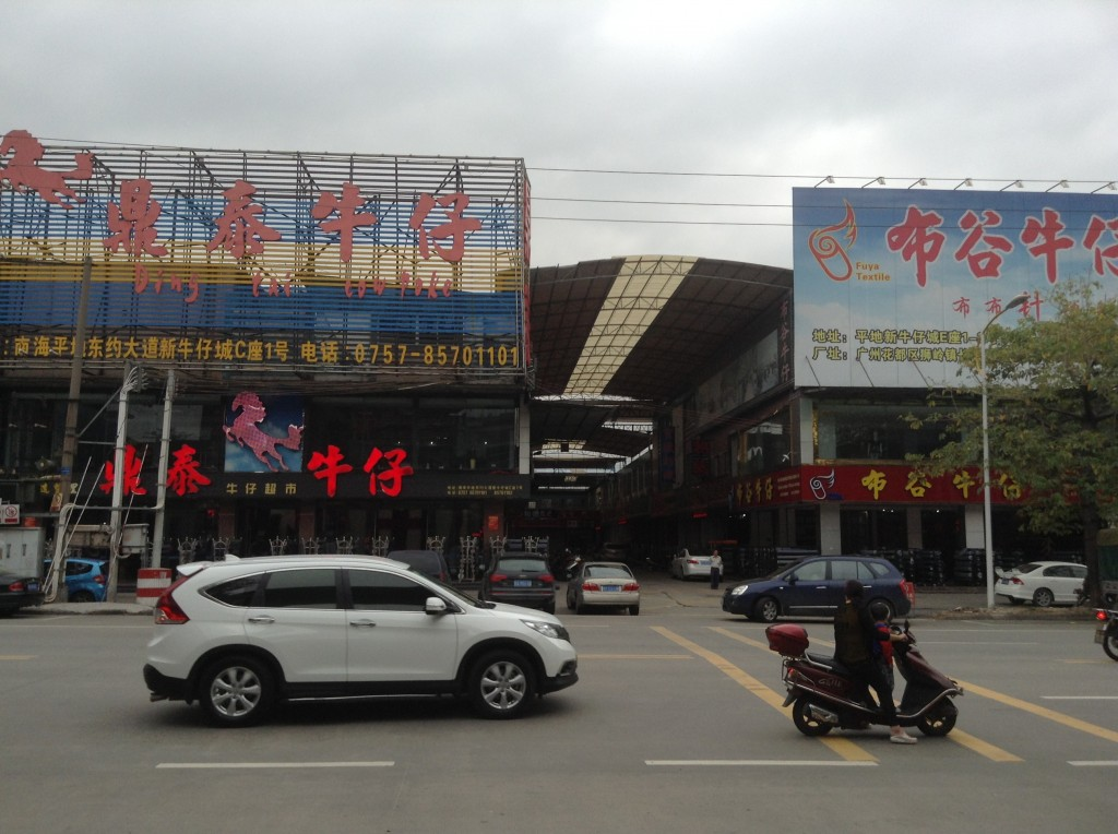 Stores in Pingdi Fabric Market in Foshan-4