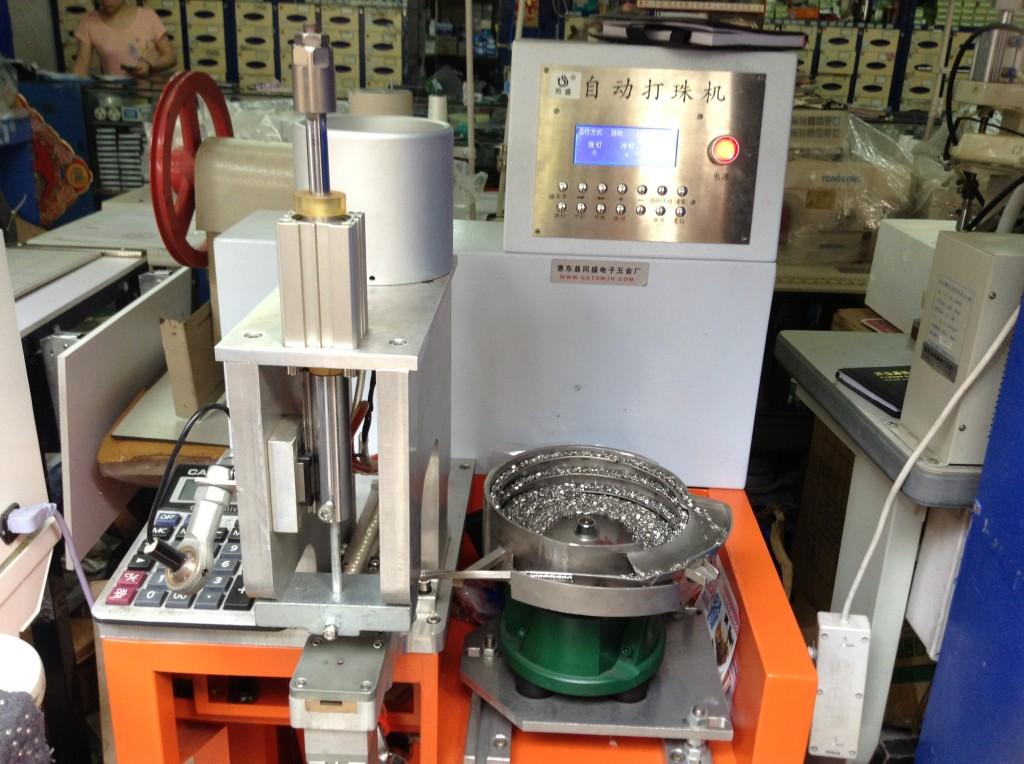 Automatic Pearl Machine in Zhongda Fabric Market