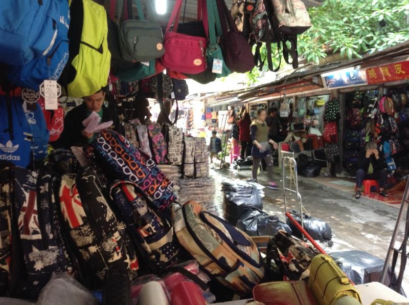 Handbag Shop in Shui Dian Street Bags Wholesale Market in Guangzhou-5