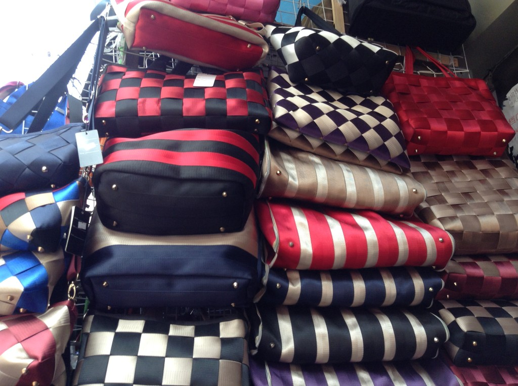 Handbag Shop in Shui Dian Street Bags Wholesale Market in Guangzhou-6