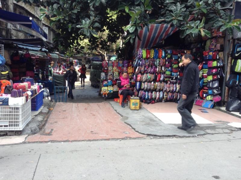 Small Street in Shui dian jie handbag market-1