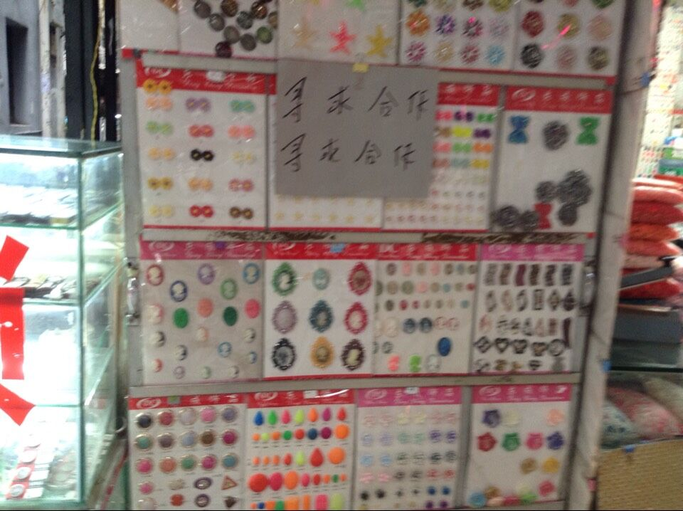 Shops in Guangzhou Yangxiang accessories markets-2