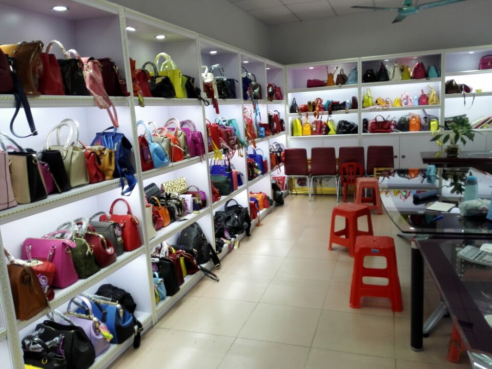 Showroom of handbags factory in Guangzhou-1
