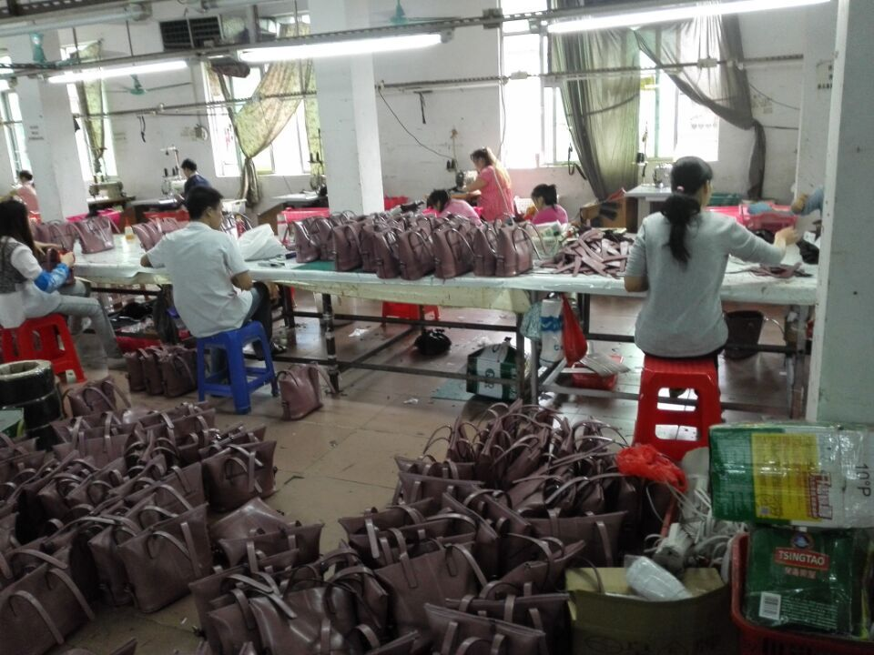 Workers in Guangzhou handbags factory-1