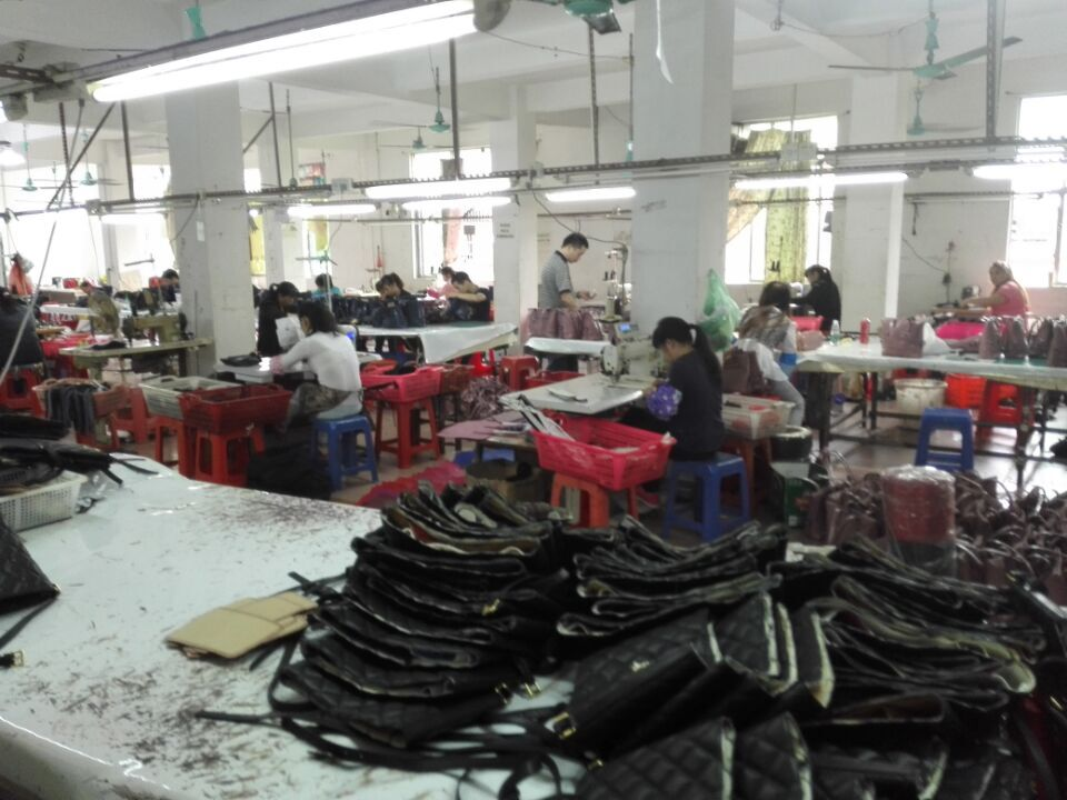 Workers in Guangzhou handbags factory-3