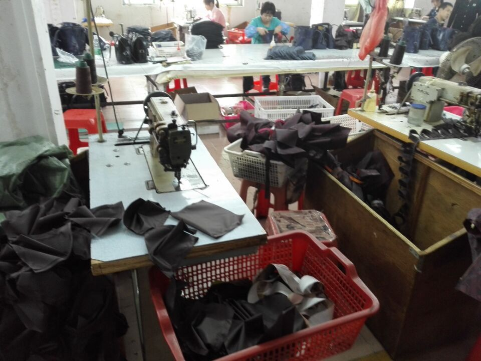 Workers in Guangzhou handbags factory-4