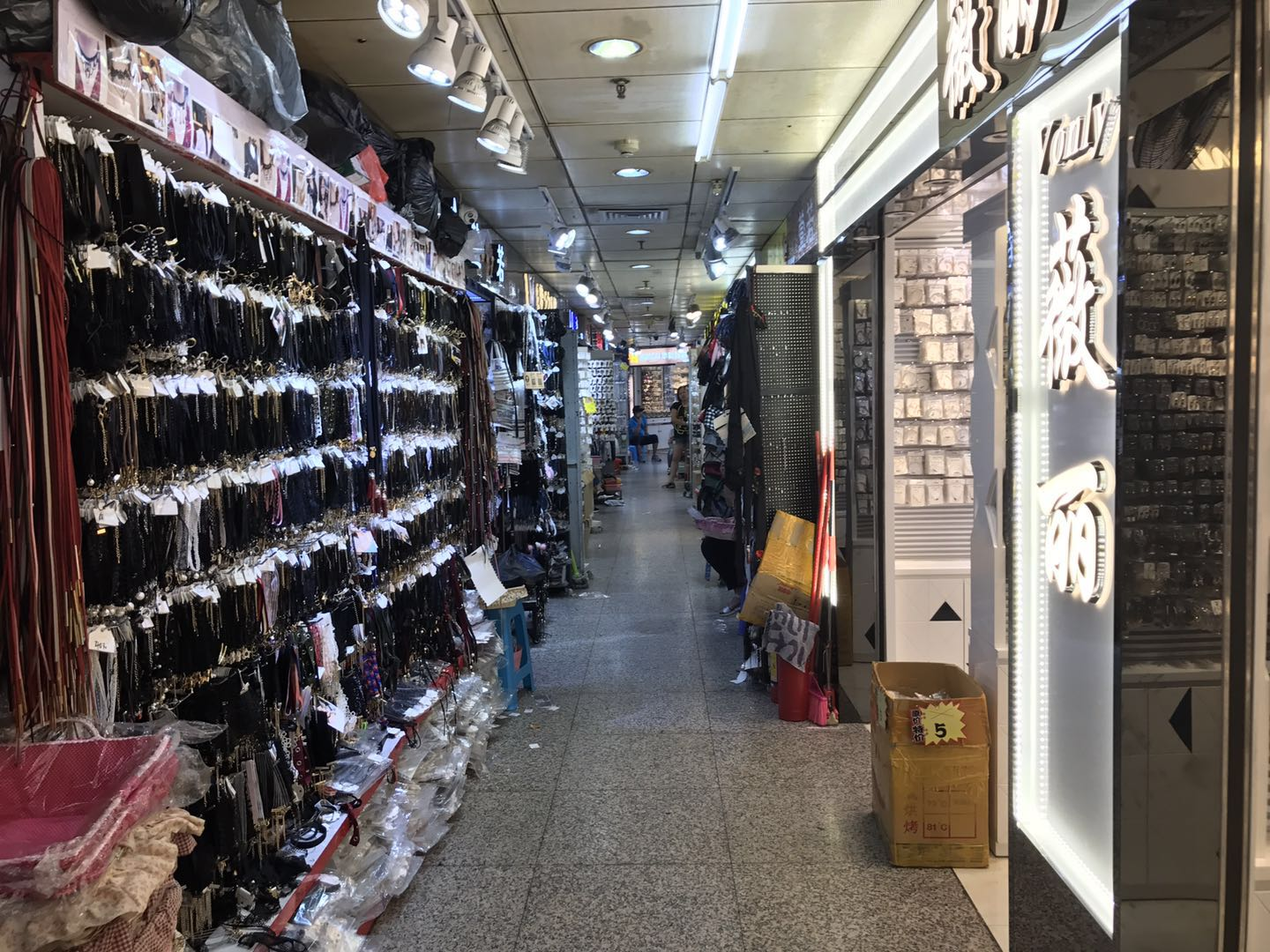 Taikang jewelry wholesale market in Guangzhou, China-4