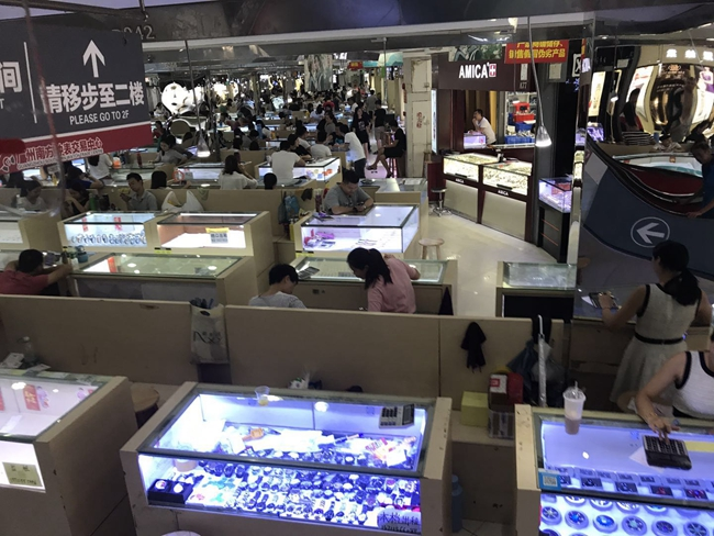 Inside Guangzhou watch market in China-1
