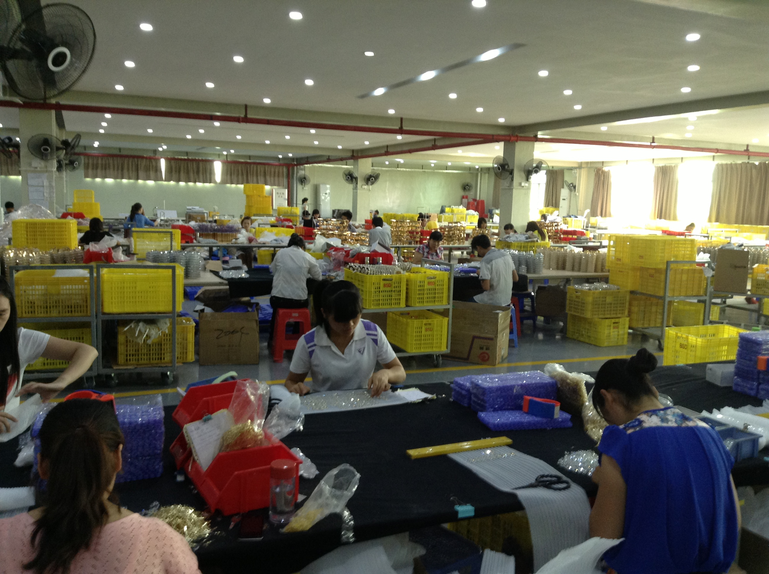 Workers Working in Guzhen LED Factories in Zhongshan