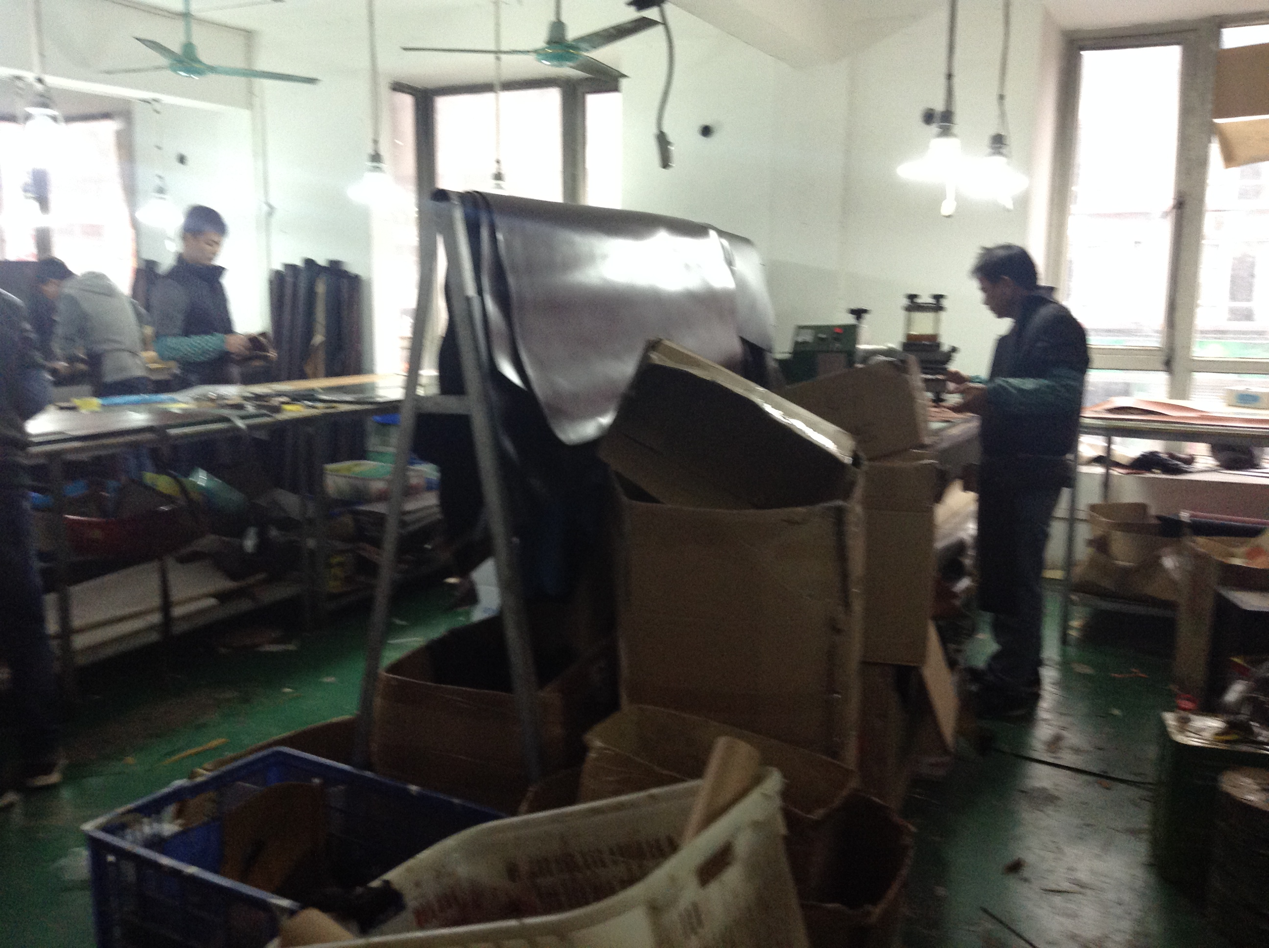 Leather Cutting in Guangzhou Wallet Factory-1