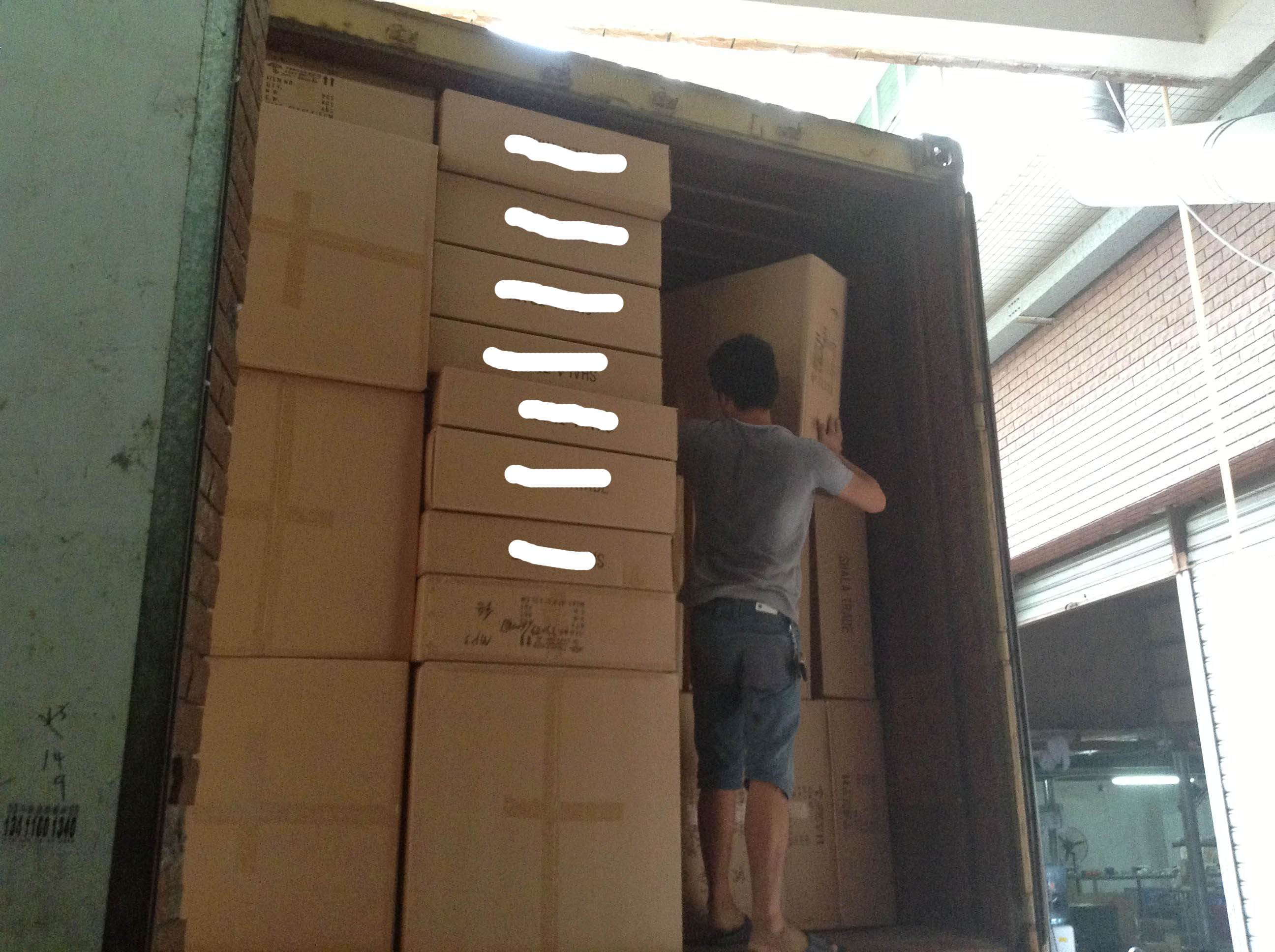 Loading LED container in Guzhen-7
