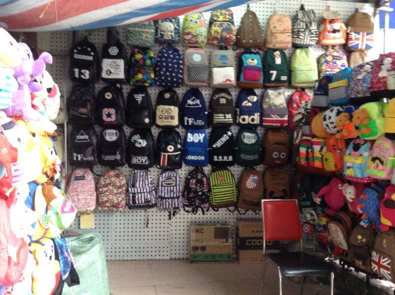 Handbag Shop in Shui Dian Street Bags Wholesale Market in Guangzhou-1