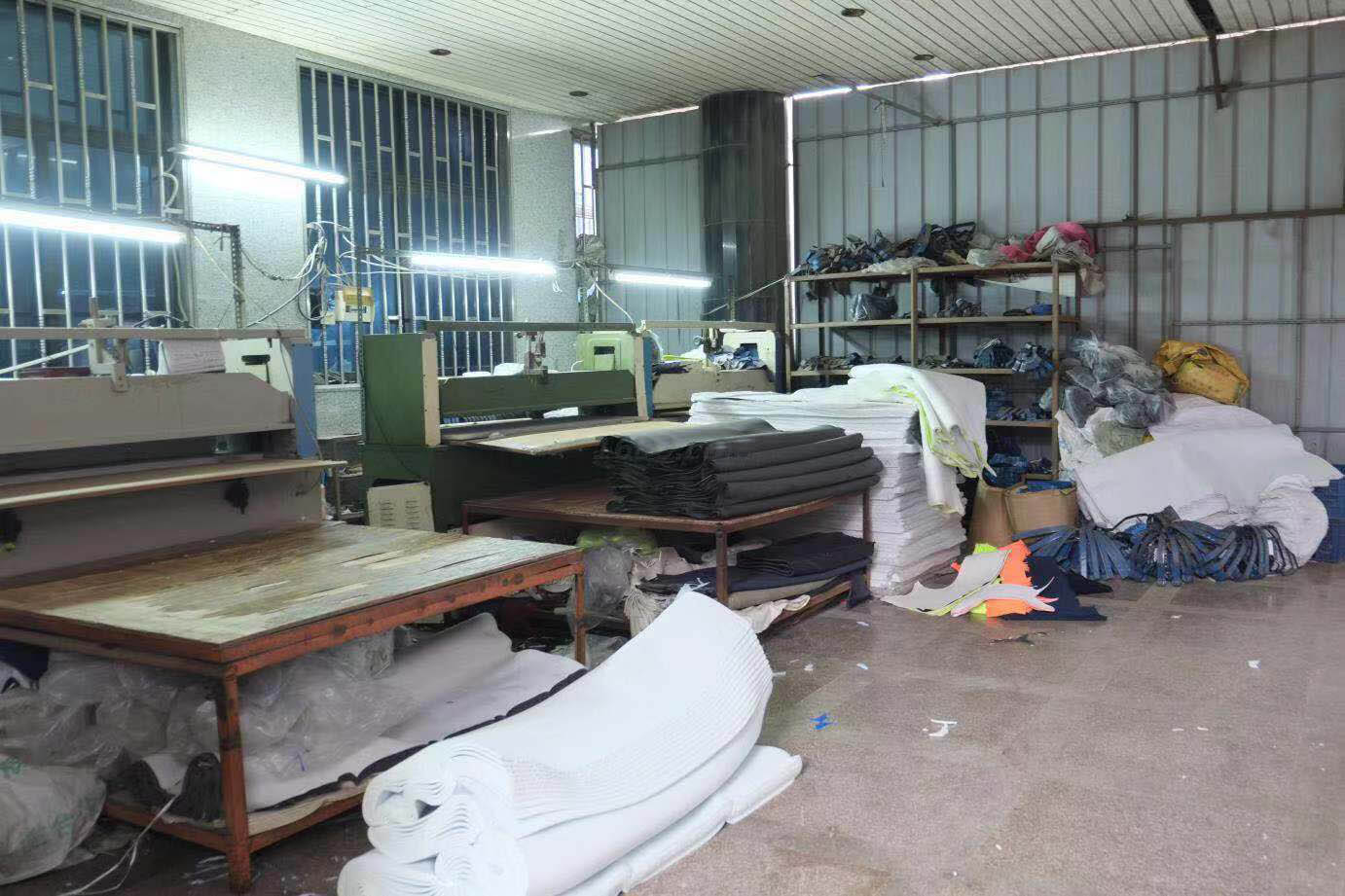 Processes of manufacturing running shoes-preparing raw materials-2
